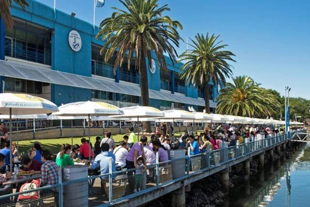 Have some freshly cooked seafood in a breezy outdoors dining area of the Sydney Fish Market, share a table with locals and people from around the world, have a chat, meet new friends!