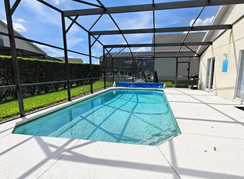 Deck da piscina espaçoso