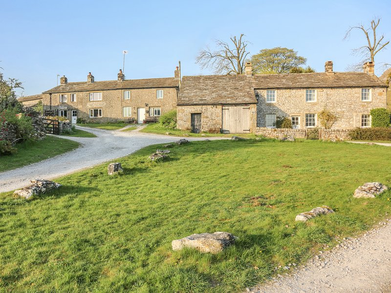 GUINEA CROFT COTTAGE, woodburner, WiFi, near Grassington, holiday rental in Kettlewell