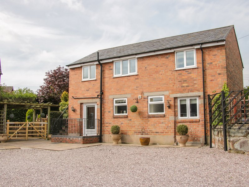 THE GABLES COACH HOUSE, beautifully-converted, detached coach house, off road, holiday rental in Burlton