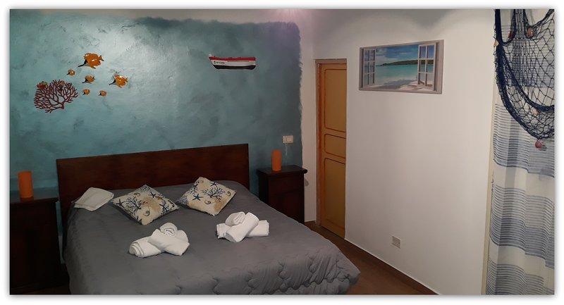 CASA GIAVADA #1 CAMERA CON BAGNO PRIVATO E VERANDINA, vacation rental in Cartabubbo