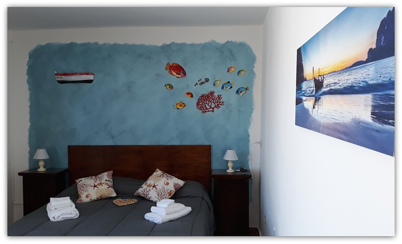 CASA GIAVADA #2 CAMERA CON BAGNO PRIVATO E VERANDINA, vacation rental in Cartabubbo