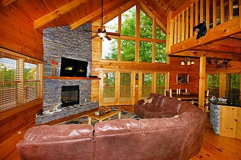 Living room w/Big 3D TV, Gas Firepalce