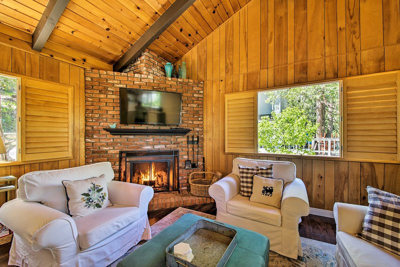 Winter Retreat - 30 Min to Snow Valley Mtn Resort!, alquiler de vacaciones en Cedar Glen
