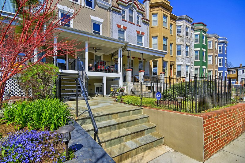 Contemporary Family Apt. in DC Historic District!, holiday rental in Brentwood