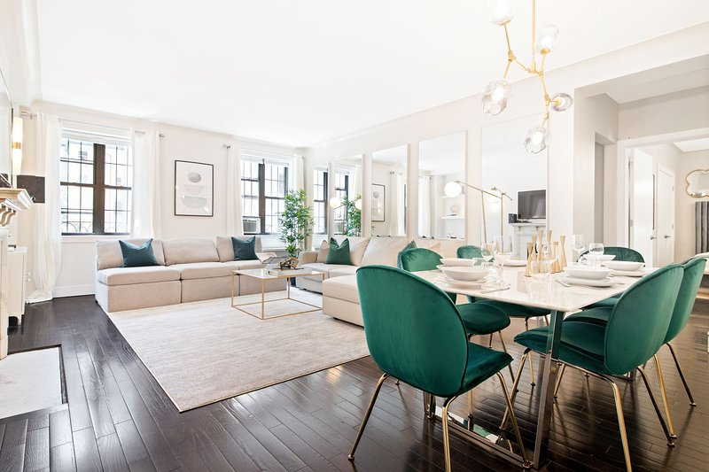 Fifth Avenue Ultra Luxurious Large 3 Bed- Gym/Dorm, vakantiewoning in New York