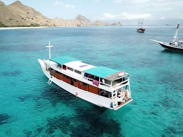 Karunia Ilahi Boat, holiday rental in East Nusa Tenggara