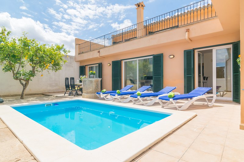GOIXA - Villa for 6 people in Lloseta, holiday rental in Lloseta
