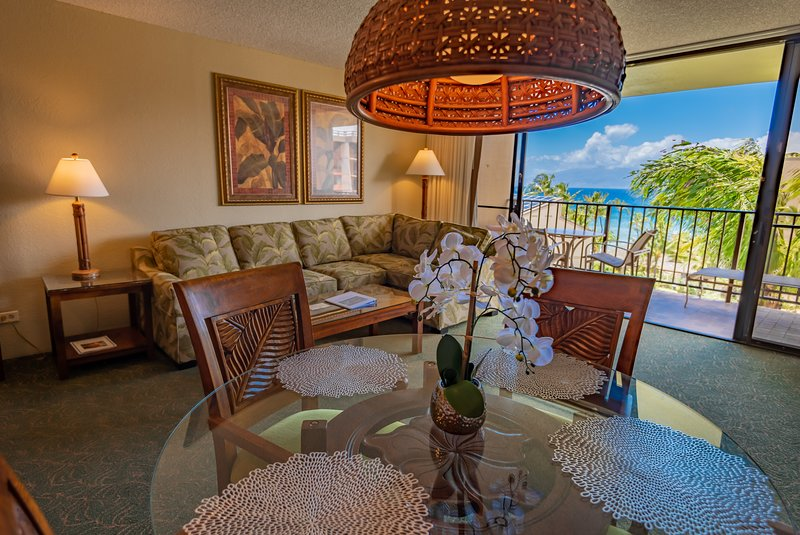 SPACIOUS AIR CONDITIONED OCEAN VIEW - FREE WIFI - OCEAN FRONT CONDO-HOTEL KAANAPALI SHORES