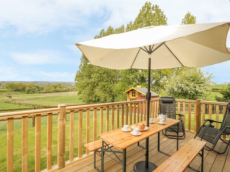 SUNNYSIDE LODGE, dog-friendly, private garden, Crewkerne, casa vacanza a Seaborough