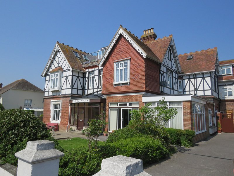 SWANAGE BAY APARTMENT, modern second floor apartment, Swanage, vacation rental in Studland