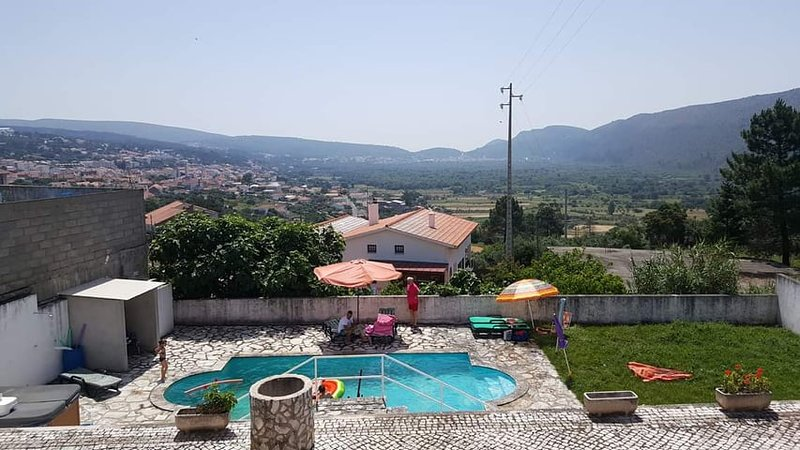 Amazing villa with swimming-pool, location de vacances à Ourem
