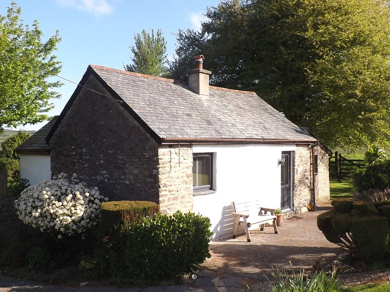 BEECH COTTAGE, WiFi, Woodburner, Off-road parking, Ilfracombe, vacation rental in Parracombe