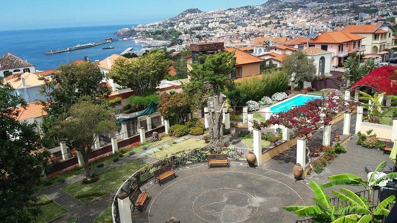 Magnolia, live in a traditional Quinta in Funchal., location de vacances à Funchal