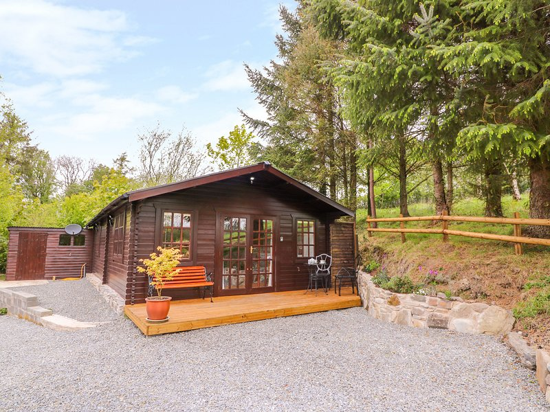 LOG CABIN, romantic, open-plan, decking area, near Llanon, casa vacanza a Llanrhystud