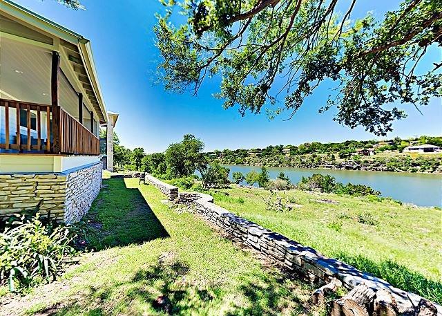 Remodeled Bungalow w/ Deck, Yard, Dock & Stunning Lake Views, holiday rental in Marble Falls