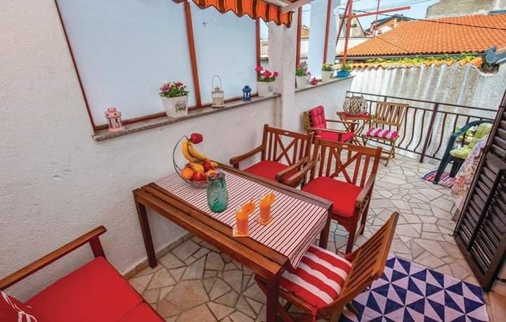 Spacious house near the beach, aluguéis de temporada em Selce