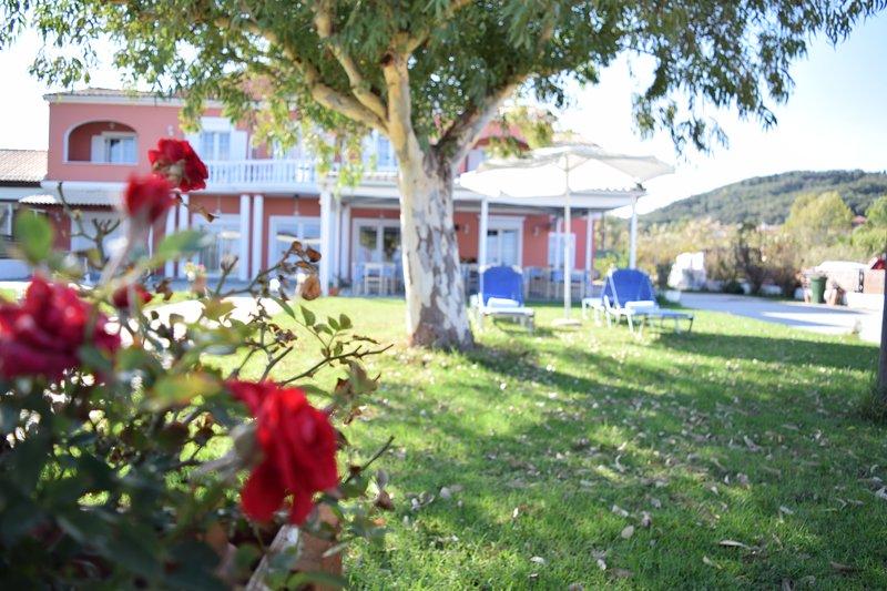 B&B Christina beachfront rooms & taverna in Petriti Corfu, holiday rental in Vitalades