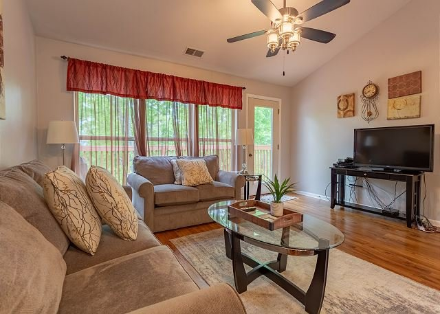 Pet Friendly  2 Bedroom, 2.5 Bath condo near SDC in Stonebridge Resort!, holiday rental in Branson