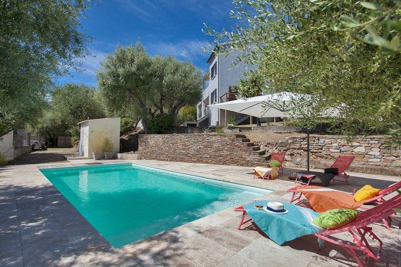 Villa Le Corps de Garde, with swimming-pool and garden of 1200m2, alquiler vacacional en Biguglia