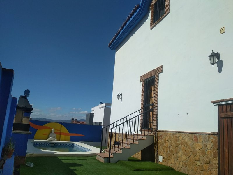 Spacious villa with swimming-pool, holiday rental in Morche