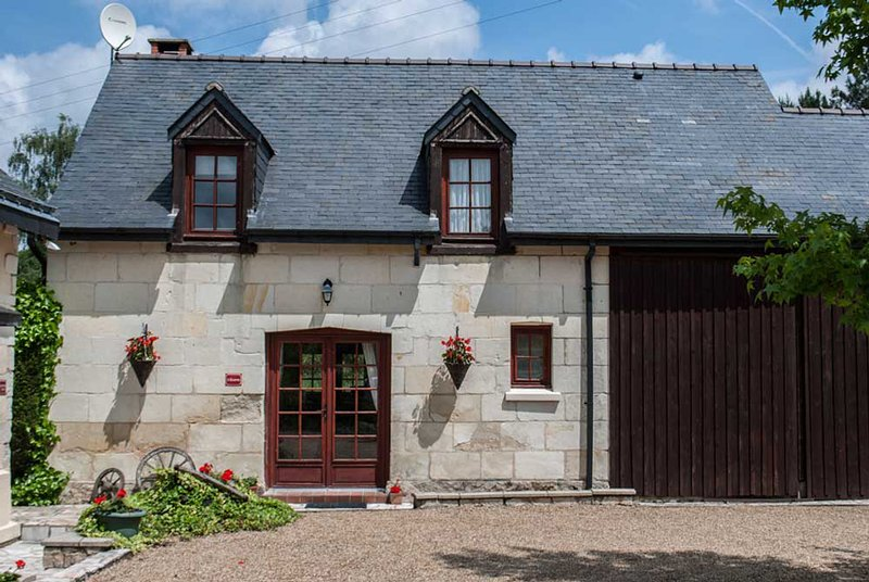 Beautiful cottage in a woodland location near to Saumur, casa vacanza a Chigne