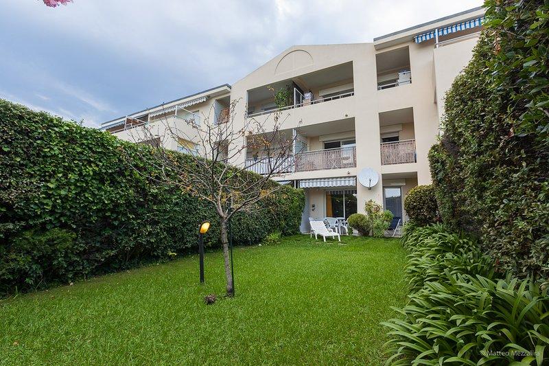 appartamento  tre locali con giardino  Costa Azzurra  Juan les Pins, location de vacances à Juan-les-Pins