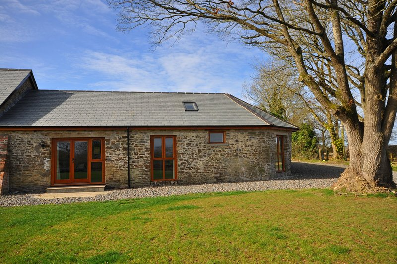Molesworth Barn at High Park, Dog Friendly, Shared Indoor Pool, holiday rental in Buckland Brewer