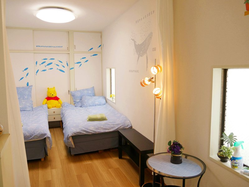 Nishi-Shinjuku Sta. 7min & 2min Metro to Shinjuku Sta.& two single beds, vacation rental in Hachioji