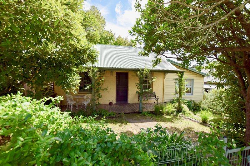 Waragil Cottage - Original Settler's Home, vacation rental in Blackheath