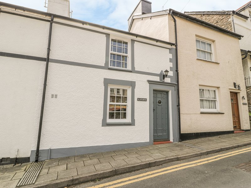 TY GWYN close to beach, open plan living, pet-friendly in Aberdovey Ref 30784, holiday rental in Aberdovey