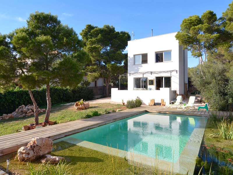 Unique Modern Villa with very special pool, vacation rental in Cala Pi