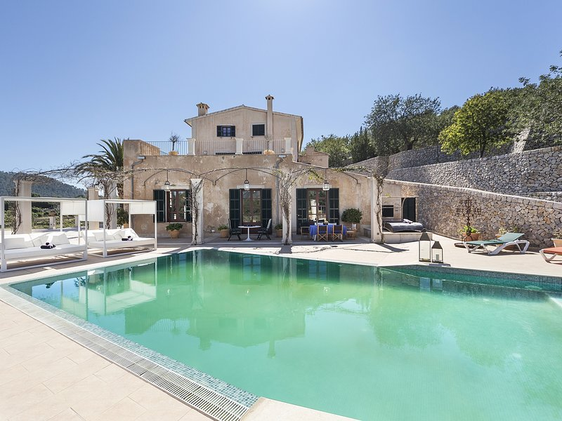 Majestic Holiday Estate sleep 12 pers in Calvia, holiday rental in Santa Ponsa