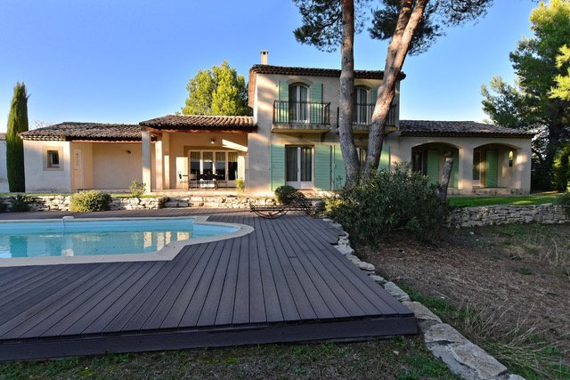 Amazing villa with swimming-pool, holiday rental in Alleins