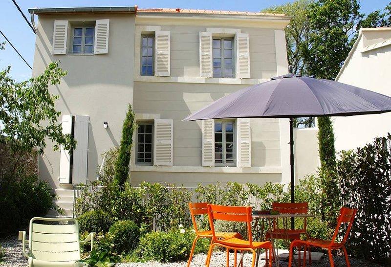 B1. Appartement moderne dans bastide avec piscine, location de vacances à Meyreuil
