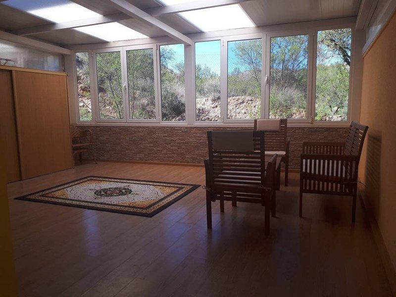 Spacious apt with mountain view, alquiler vacacional en Gea de Albarracín