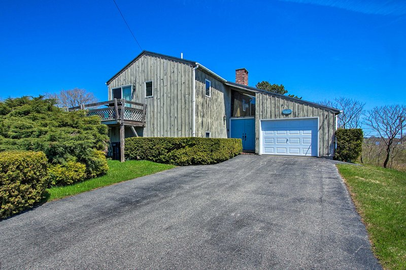 Coastal Biddeford Home w/ Deck and Ocean Views!, alquiler de vacaciones en Biddeford Pool