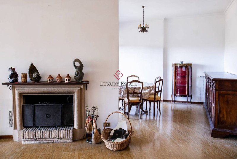 Elegant spacious holiday apartment in Rome for 5 guests, vacation rental in Cerreto Laziale