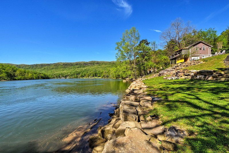 Soak in your incredible location right on the Tennessee River!