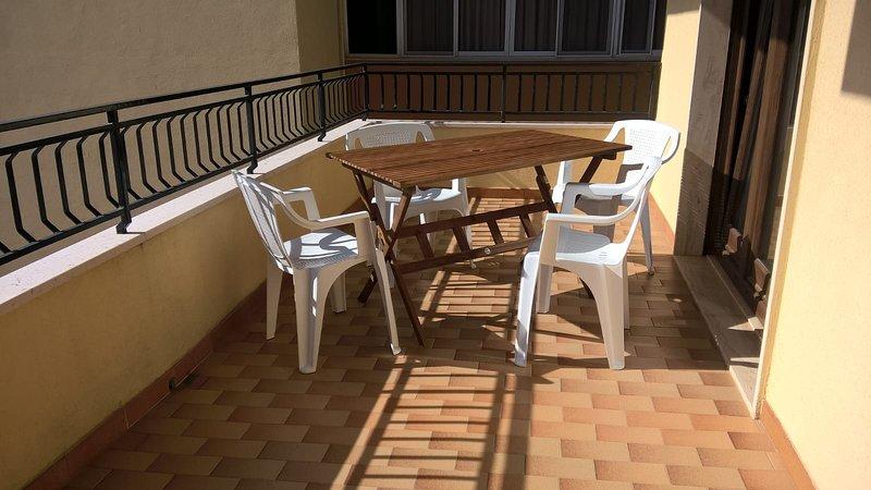 Sala de estar con balcón