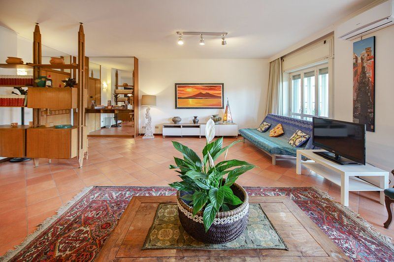 LUXURY 100 square metres HOME- 'Casa Ciuciu Napoli', vacation rental in Naples