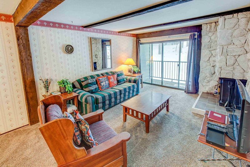 Classic 1 BR Condo w/ Pool, Game Room, BBQ, &Sauna Chalet in Mammoth Lakes