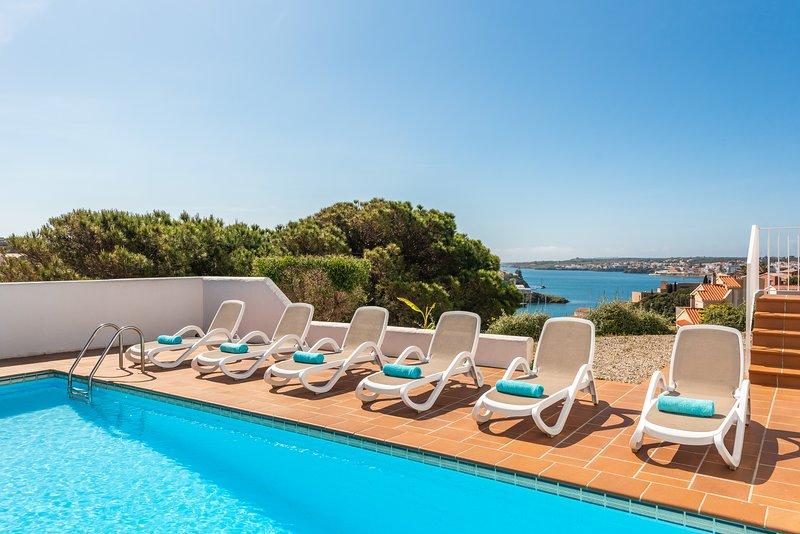 Villaser - nice seaview and pool, location de vacances à Es Grau