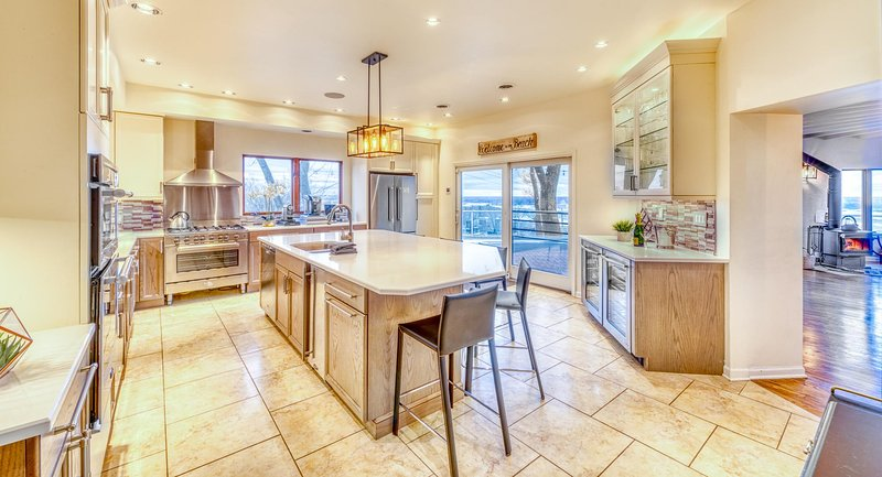 NOTE: The health, safety, and well-being of our guests and staff is of paramount importance.  We are closely following the recommended guidelines to effectively clean and sanitize our vacation rental properties. Miller Beach Vacation Rentals has hig...