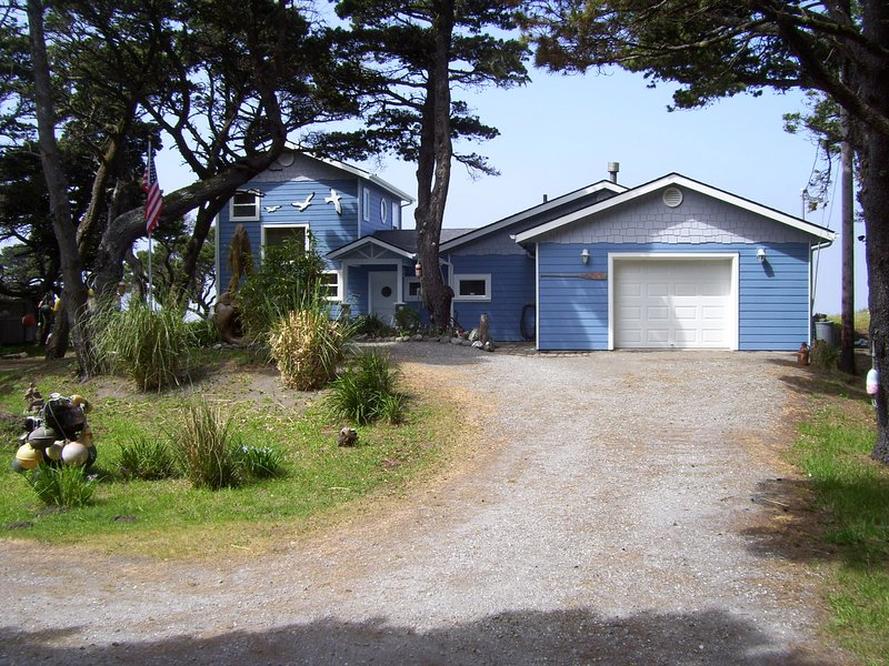 THE LIGHT HOUSE  MOST WESTERLY OCEANFRONT BEACH RENTAL HOME IN THE LOWER 48, location de vacances à Port Orford