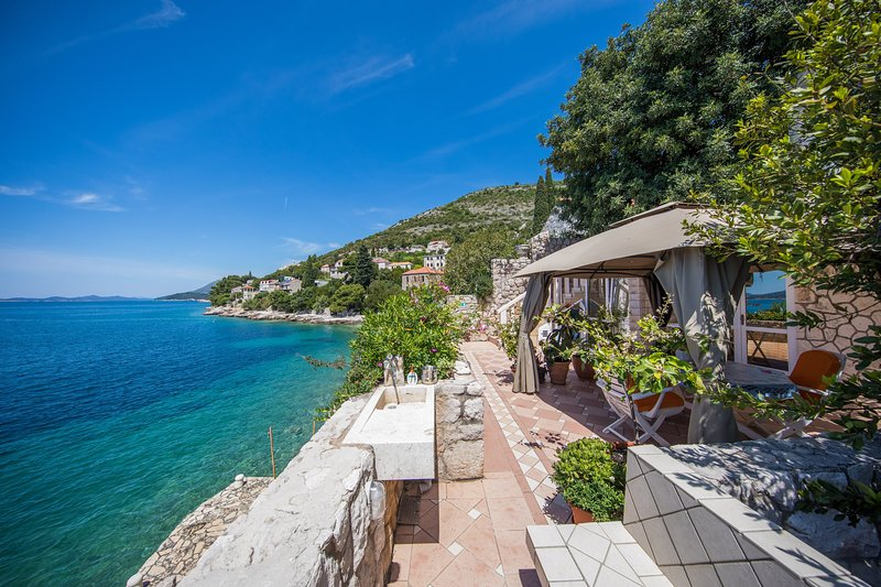 Villa few inches from the sea, vacation rental in Dubrovnik