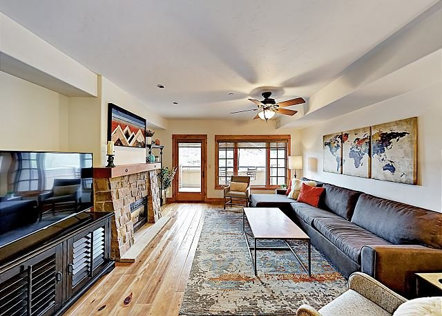 Downtown Gem Overlooking Yampa River & Howelsen Hill, holiday rental in Clark