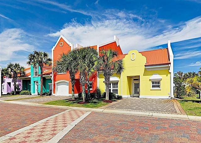 Spacious Banana Bay Townhome w/ Pool, Sauna & Private Beach - Close to Shops, Ferienwohnung in Pensacola