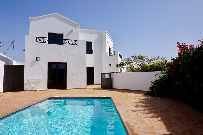 Spacious luxury villa, private heated pool, ideal base for exploring the island, vacation rental in Los Valles