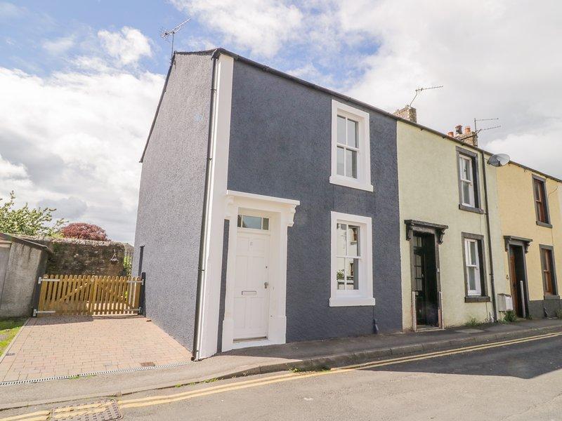 8 BRIDGE STREET, Electric woodburner, Open-plan living, Cockermouth, holiday rental in Stainburn